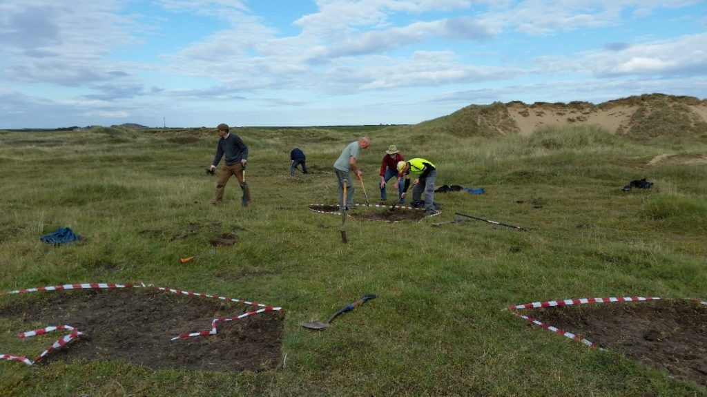 aberffraw-emergency-works-for-rare-mosses-etc-aonb-volunteers-at-work-removing-the-turf-layer-from-the-marked-plots-nov-2016